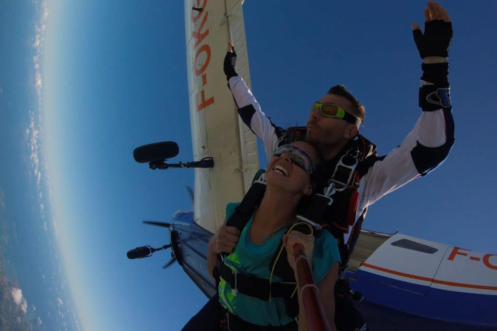 parachutiste professionnel saut en tandem au dessus de la caraïbe chez Air Colibri Parachutisme
